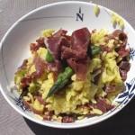 Risotto de espárragos verdes con Cecina de León y pistachos