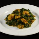Curry de espinacas con gambas y leche de coco. Jhinghe Saag